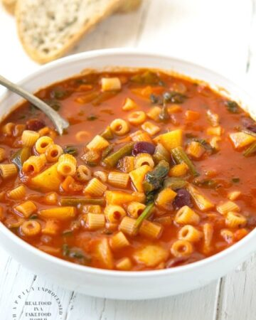 MINESTRONE SOUP - so full of vegetables and minerals. A bowl of this soup not only keeps you warm but healthy too #minestrone #soup #vegetable #glutenfree #whole30 #happilyunprocessed