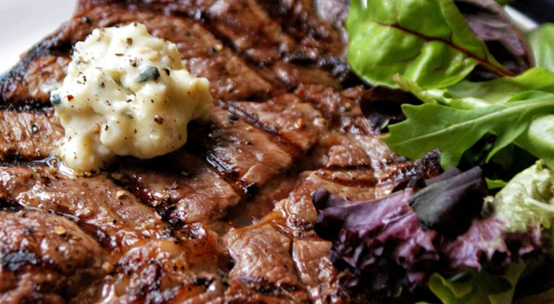 roasted-garlic-butter-steak