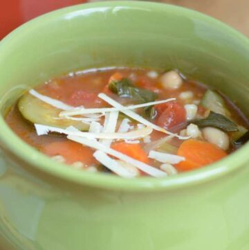MEDITERRANEAN SPINACH BEAN SOUP - lots of antioxidants in this soup, healthy and great for you #soup #happilyunprocessed