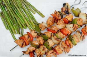 closeup grilled chicken mediterranean skewers with peppers, onions, asparagus