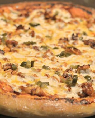 close up bbq chicken pizza with jalapenos