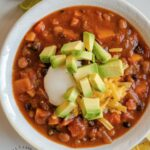 SWEET POTATO and BLACK BEAN CHILI - A delicious vegetarian chili for a fall or winter day #sweetpotato #beans #chili #fall #cleaneating #happilyunprocessed