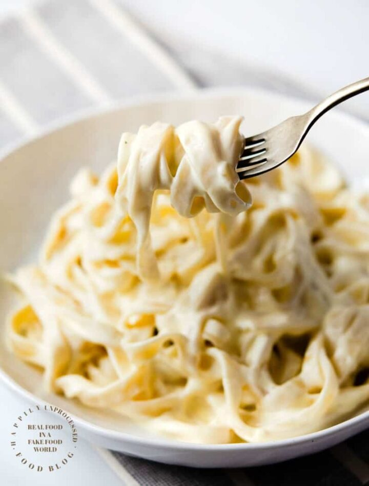 HOMEMADE ALFREDO SAUCE - only 4 ingredients are needed to make this classic Italian rich creamy sauce #alfredo #sauce #happilyunprocessed