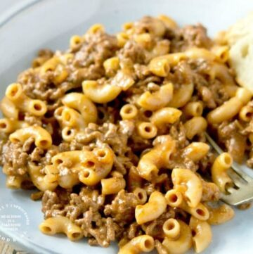 CHEESY HAMBURGER SKILLET Ground beef, spices, tomato sauce, pasta a cheese in one skillet #hamburgerhelper #dinner #beef #happilyunprocessed.com