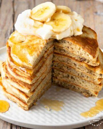 4 Ingredient Banana Pancakes - get a healthy start to the day with these banana pancakes #banana #pancakes #breakfast #healthy #happilyunprocessed