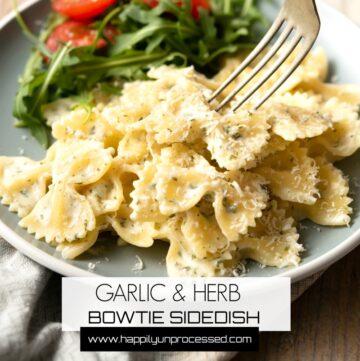 GARLIC AND HERB BOWTIE PASTA SIDEDISH - Homemade seasonings with garlic and herbs make this an easy weeknight sidedish #knorr #pasta #sidedish #healthy #happilyunprocessed
