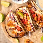 BLACKENED SPICY SHRIMP TACOS W/ SLAW AND SRIRACHA SAUCE - a healthy twist to Taco Tuesdays #shrimptacos #healthy #weeknight dinner #happilyunprocessed