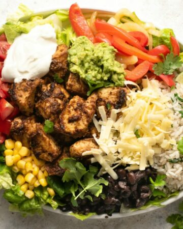 CHIPOTLE BURRITO BOWL - All the flavors you love from Chipotle at home #chipotle #chicken #mexican #happilyunprocessed