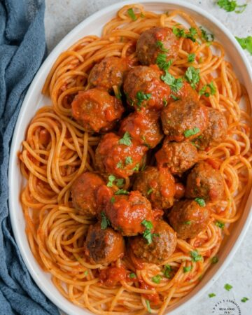 Don't FRY your meatballs, bake them! Crispy outside, tender juicy inside and NO OIL ! #meatballs #bakedmeatballs #italian #sauce