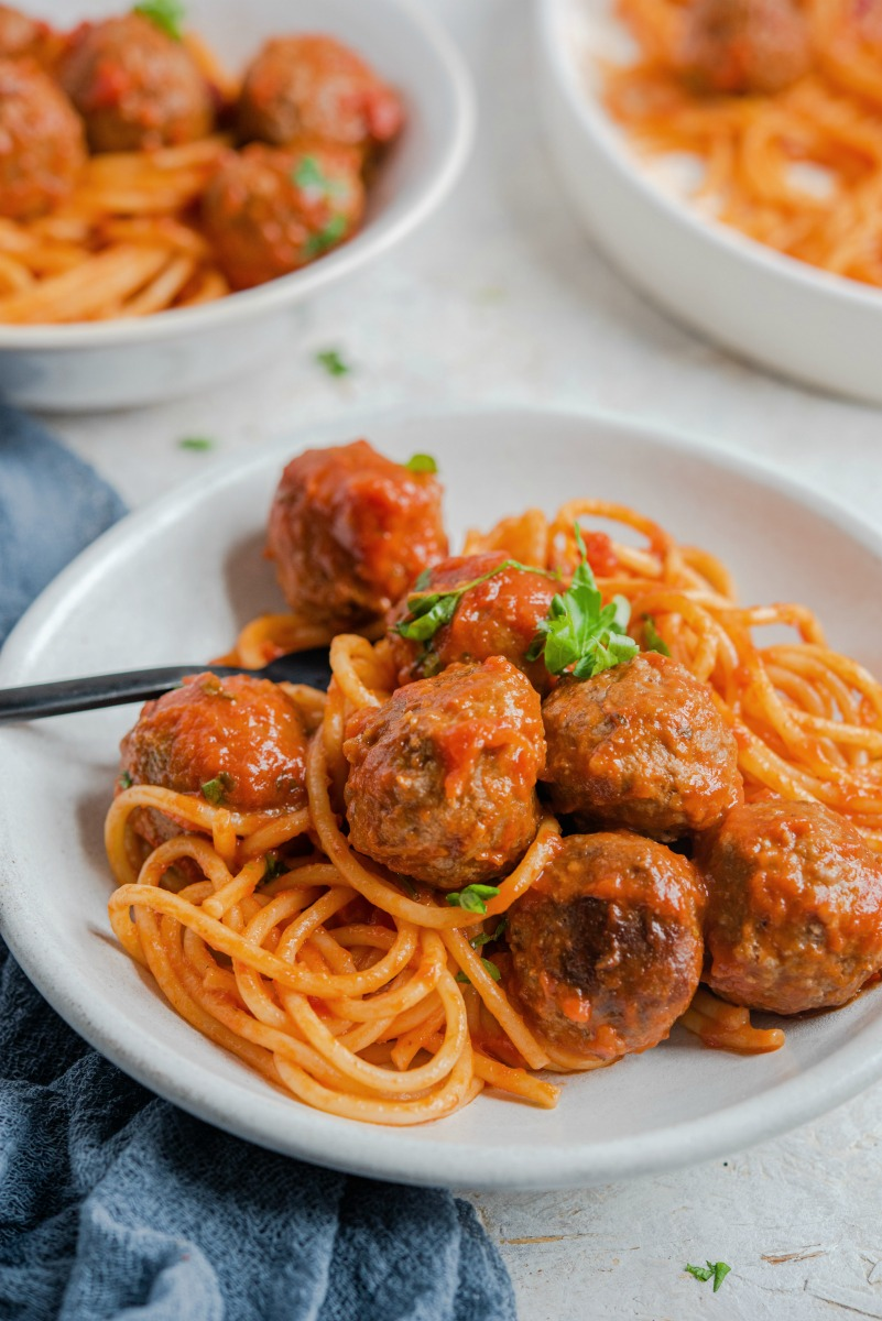 Baking meatballs cut down on the fat because they are baked not fried #meatballs