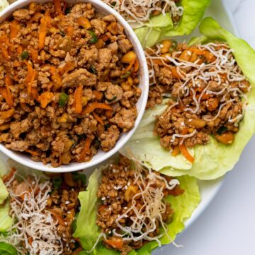 ASIAN TURKEY LETTUCE WRAPS - low carb, gluten free, dairy free healthy dinner with simple ground turkey, shredded carrots, peanuts in a yummy sauce. Make extra for dipping #pfchangs #lettuce wraps #turkeylettucewraps