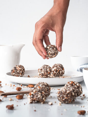 Easy to make energy balls for breakfast #plantbased #whole30 #lowsodium #happilyunprocessed