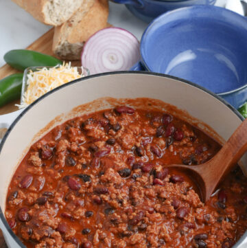 Weeknight Healthy Turkey Chili made in a Dutch oven is a great way to start the New Year off #turkeychili #chilirecipe #happilyunprocessed