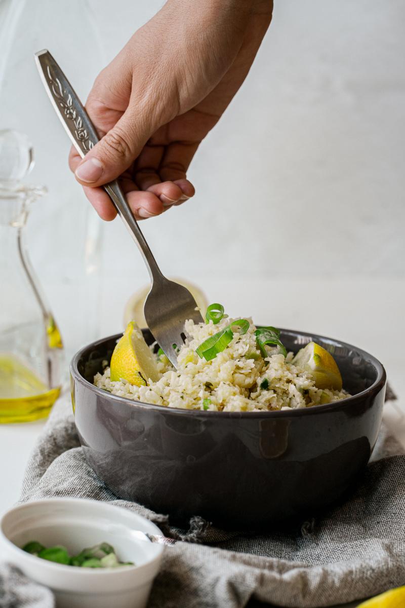 Garlic Herb Cauliflower Rice is a great healthy side dish - Garlic Herb Cauliflower Rice