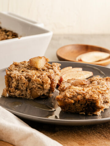 Baked Apple Pie Oatmeal - healthy breakfast with heart healthy oats