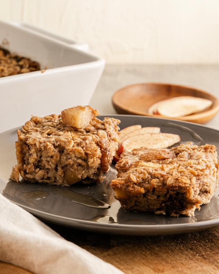 Baked Apple Oatmeal is a healthy overnight breakfast - Baked Apple Oatmeal