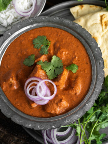 Indian-Butter-Chicken-with-naan-bread-and-rice